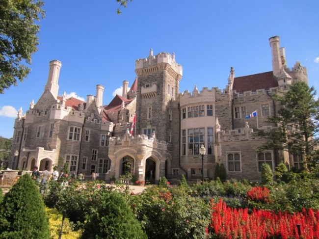 A view of Casa Loma in Toronto on a beautiful day