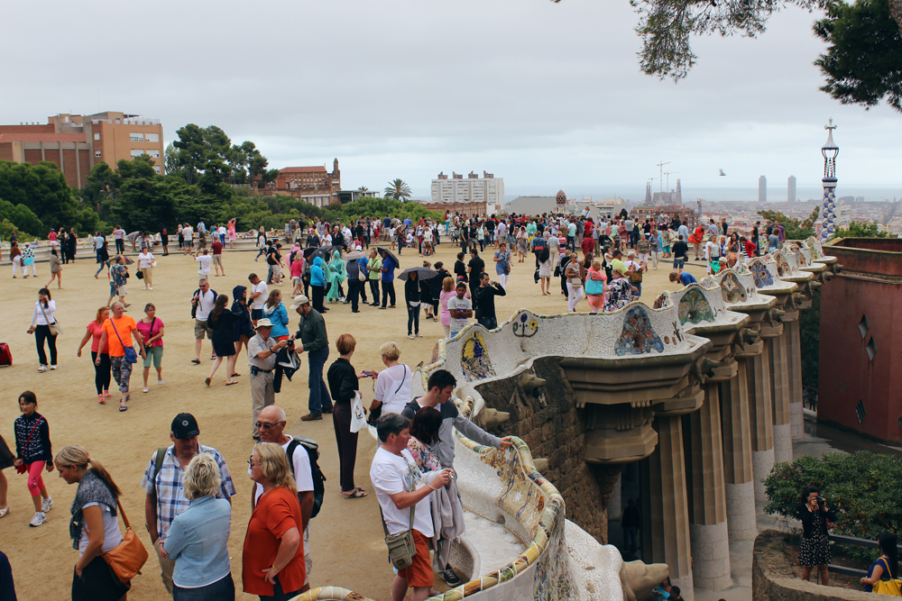 A lot of people were visiting Park Güell