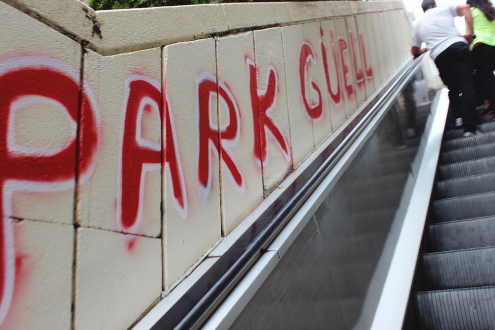 Graffiti on the escalator on the way up to Park Güell