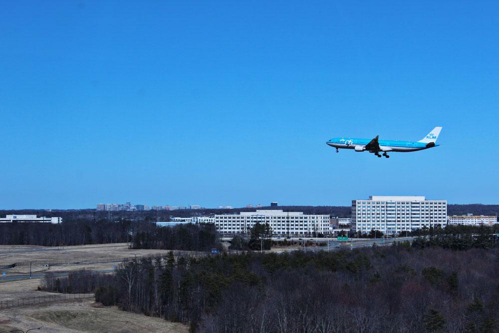 Plane landing at Dulles (IAD)