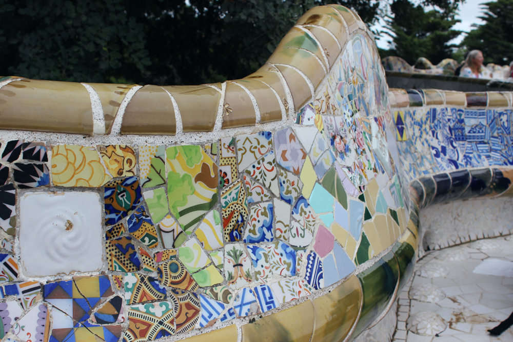 Close up of a mosaic bench in Park Güell